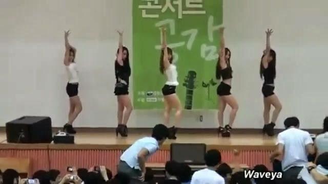O que acontece quando nerds veem mulheres dançando pela primeira vez?