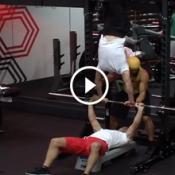 O que acontece quando um ginasta vai na academia