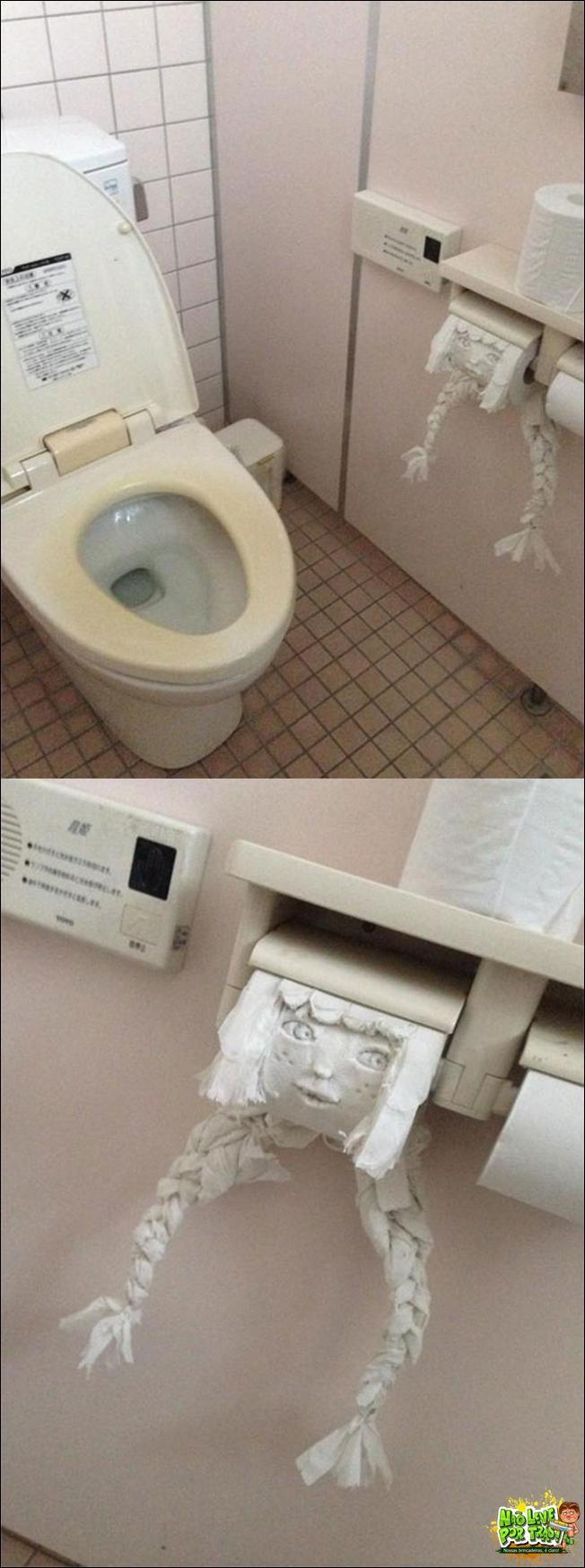 entediado-banheiro-papel