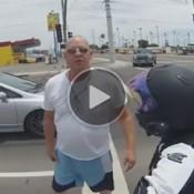 Motorista furioso ataca motociclista e leva a pior