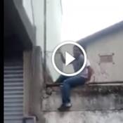 A primeira vez que Joãozinho pulou o muro da escola