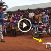 O dia em que crianças africanas viram um drone pela primeira vez!
