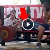 Veja o que acontece quando uma barra de supino cai sobre o peito de um atleta