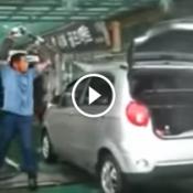 Um monstro na arte de lavar carros