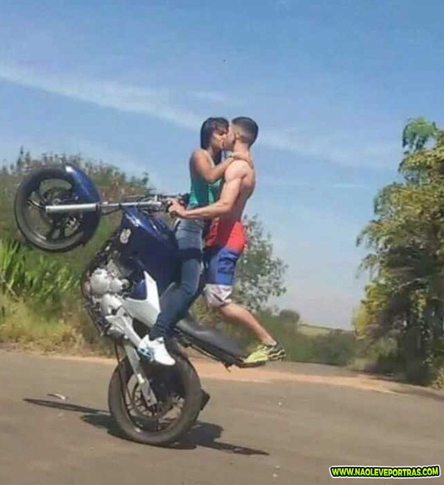 namorada na moto