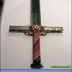 Espada feitacom peças de computador