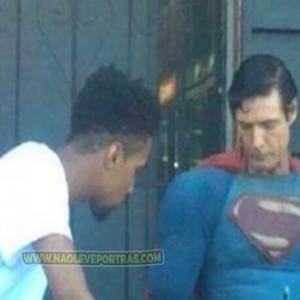 superman na rocha maconhoso