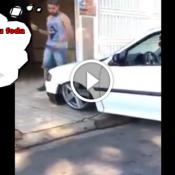 A dura vida de quem resolveu rebaixar o carro até a lataria arrastar no chão