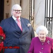 Se você rir do guarda-costas da Rainha Elizabeth, sua vaguinha será reservada