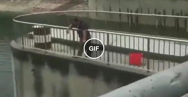 Fez a rapa usando um guarda chuva