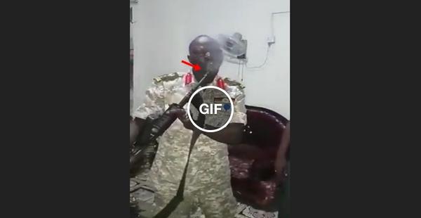 O curioso caso do soldado africano, que para disparos de armas de fogo no dente!