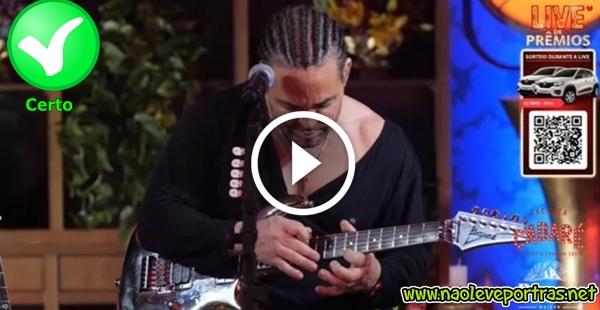 Eduardo Costa descabelando a guitarra