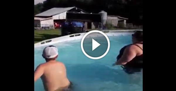 Como retirar sua consagrada que está um pouquinho acima do peso, da piscina